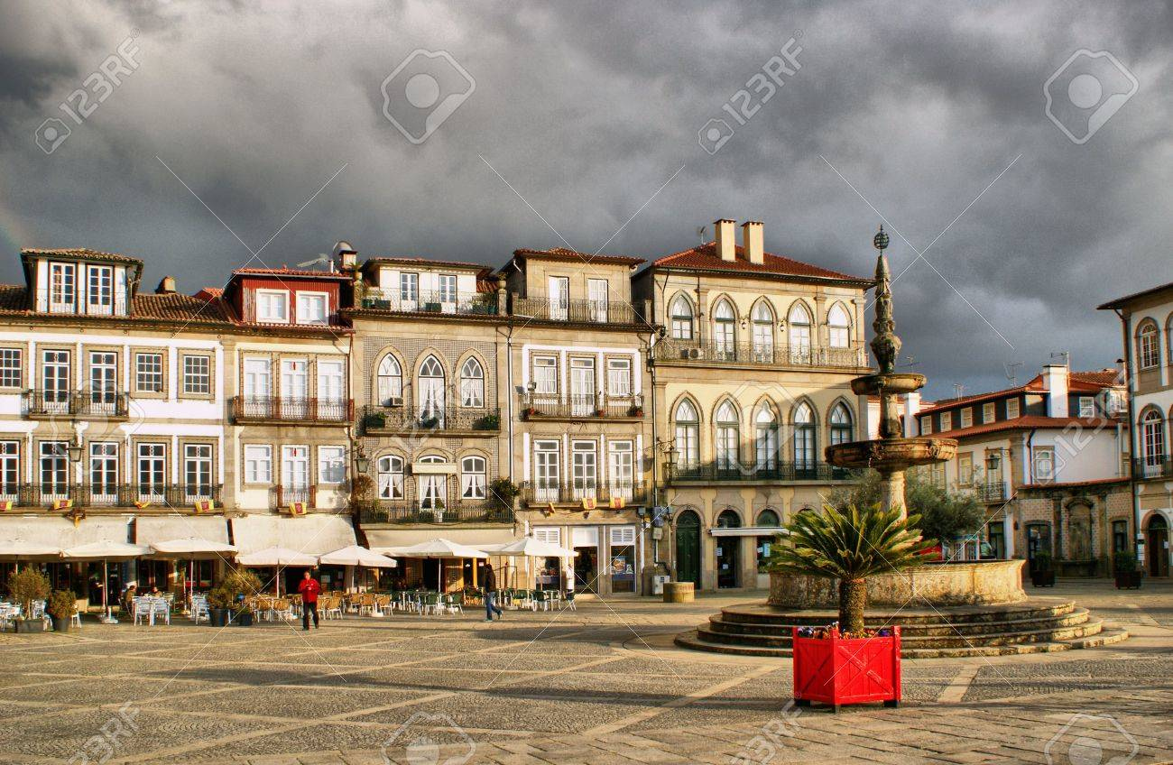 Main square Largo de Camoes with the fountain in Ponte de Lima - 41975159