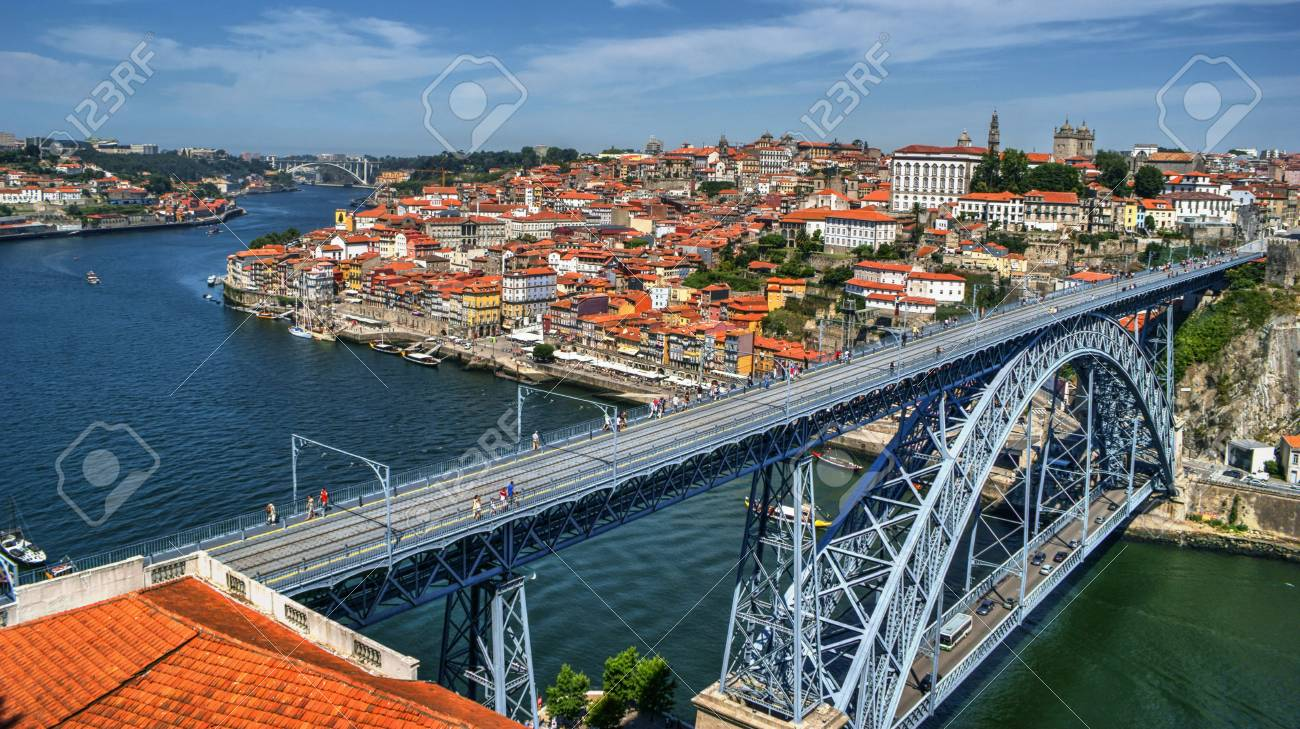 Douro River and Dom Luis I Bridge in Porto, Portugal Stock Photo - 68994359