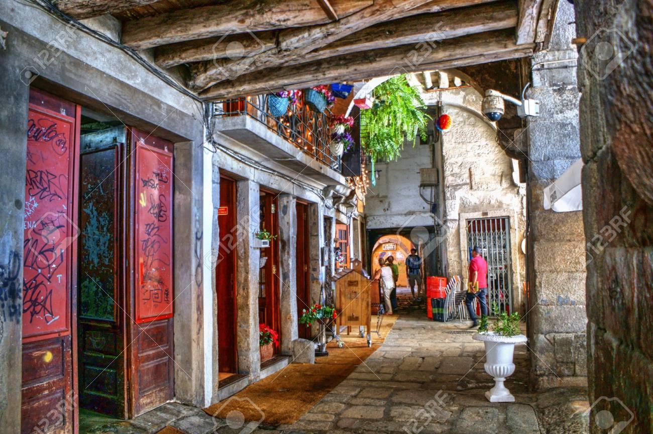 Old street in Porto, Portugal Stock Photo - 68994365