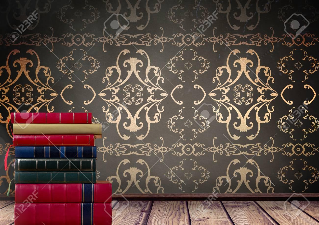 アンティーク壁紙装飾によって積み重ねられた本のデジタル合成 の写真素材 画像素材 Image
