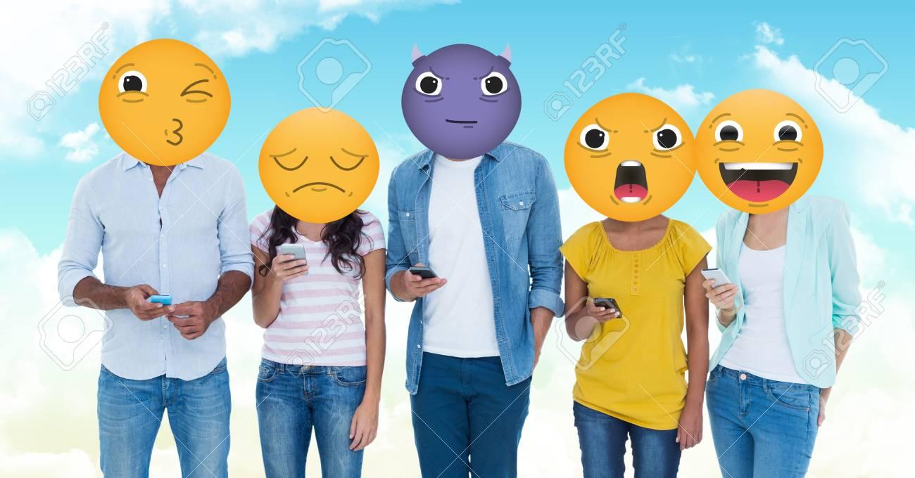 Composición Digital De Un Grupo De Jóvenes. Cara De Emoji Fotos, Retratos,  Imágenes Y Fotografía De Archivo Libres De Derecho. Image 75676681.