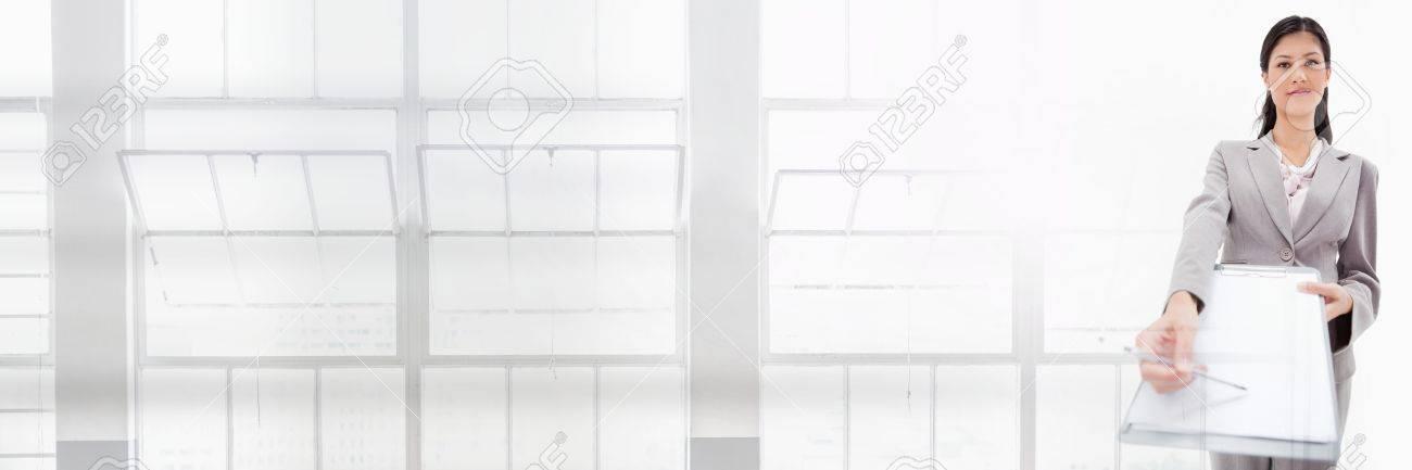 Digital Composite Von Geschäftsfrau Holding Vereinbarung Formular