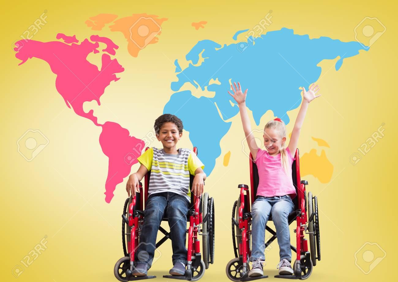 Compuesto digital de niños y niñas con discapacidad en sillas de ruedas en frente del colorido mapa del mundo