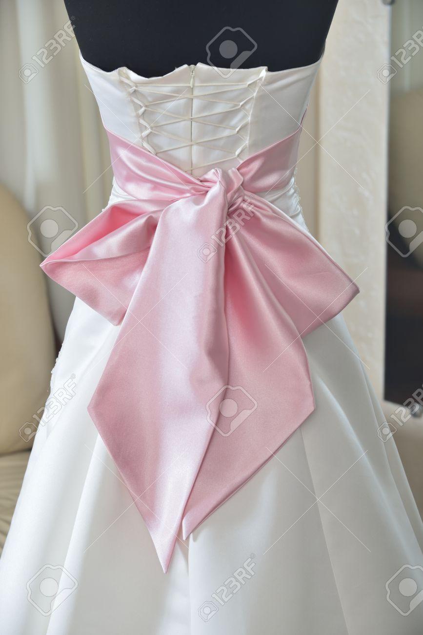 Vestido De Novia Marfil Con Lazo Rosa Y El Corsé (elección Del ...