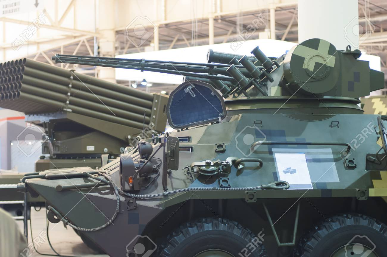 militaty armored vehicle with gun for war - 116150398