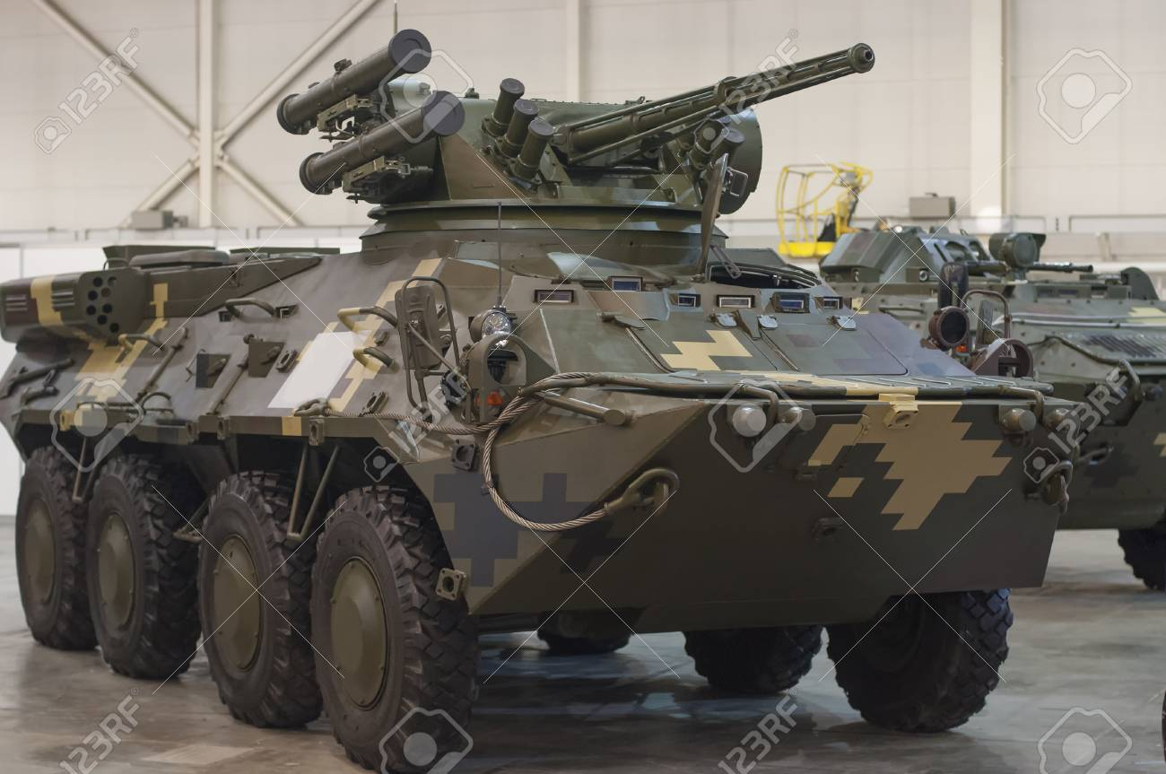 militaty armored vehicle with gun for war - 116150396