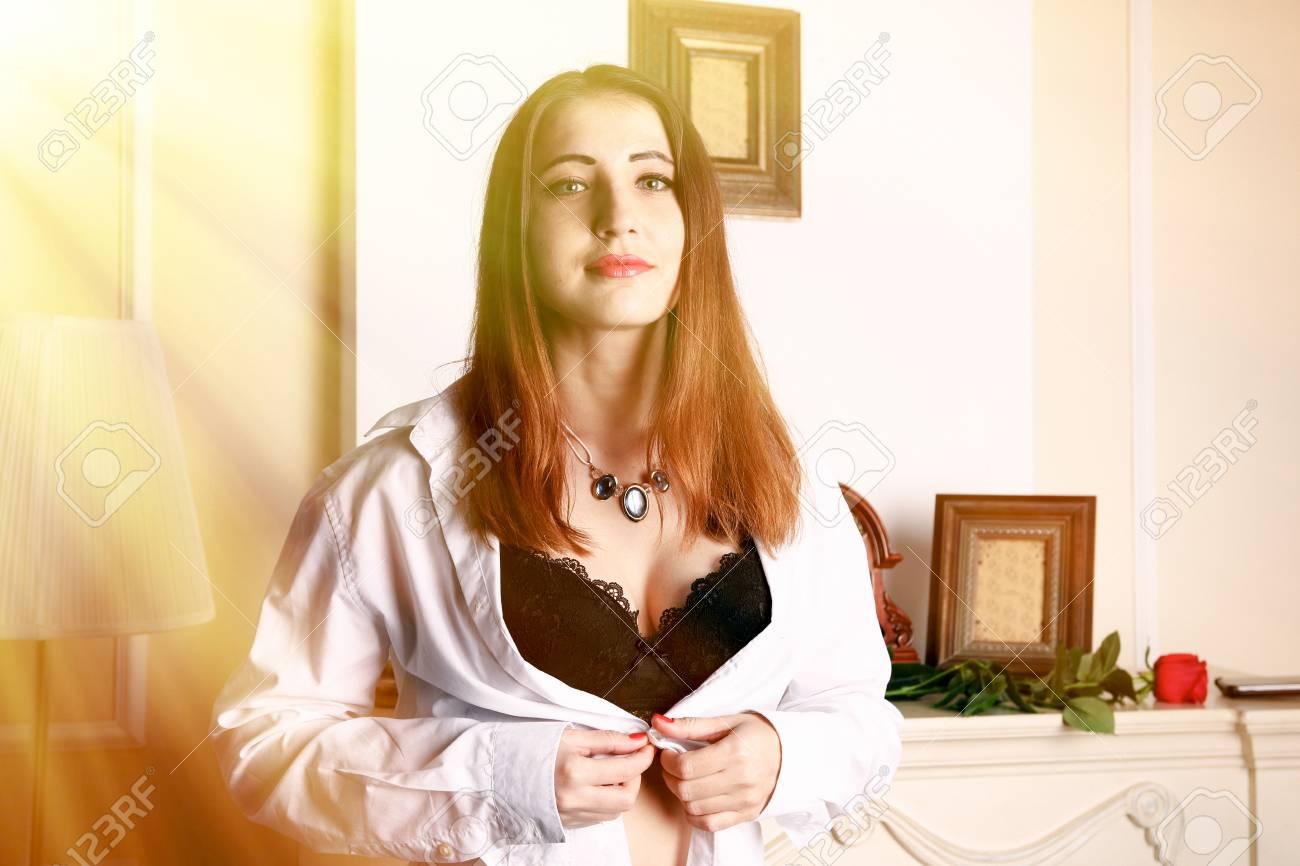 Femme Et Chemisier Deboutonné Short Sexy sQthrd