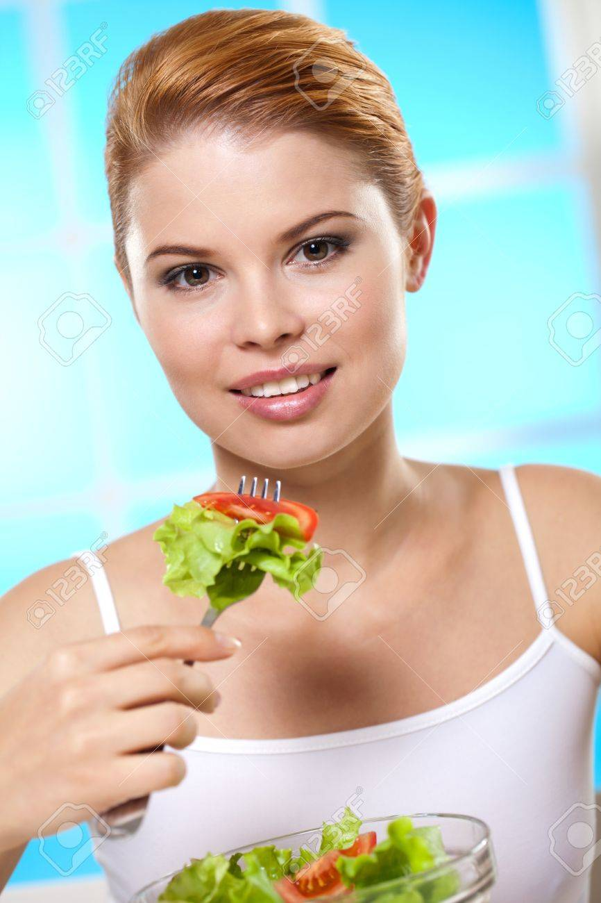 Beautiful girl loves to take care of yourself Stock Photo - 14290770