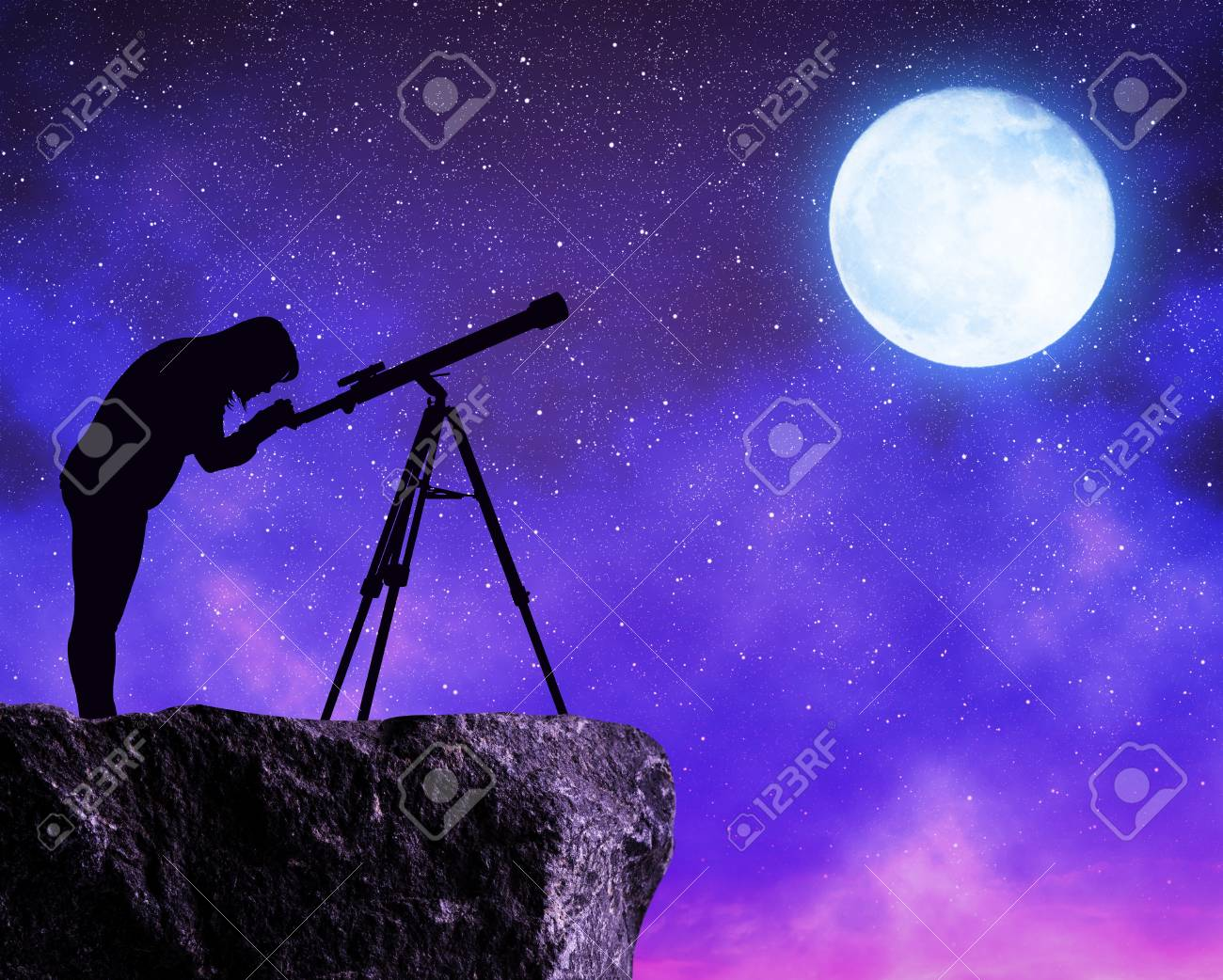 Silhouette the women looking at the stars sky with telescope. - 101341476