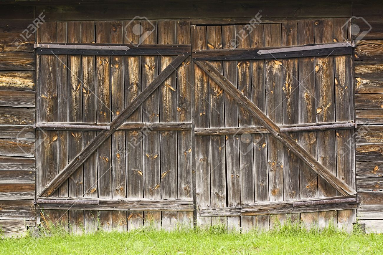 big old wooden gate to the barn Stock Photo - 14091838 & Big Old Wooden Gate To The Barn Stock Photo Picture And Royalty ... Pezcame.Com
