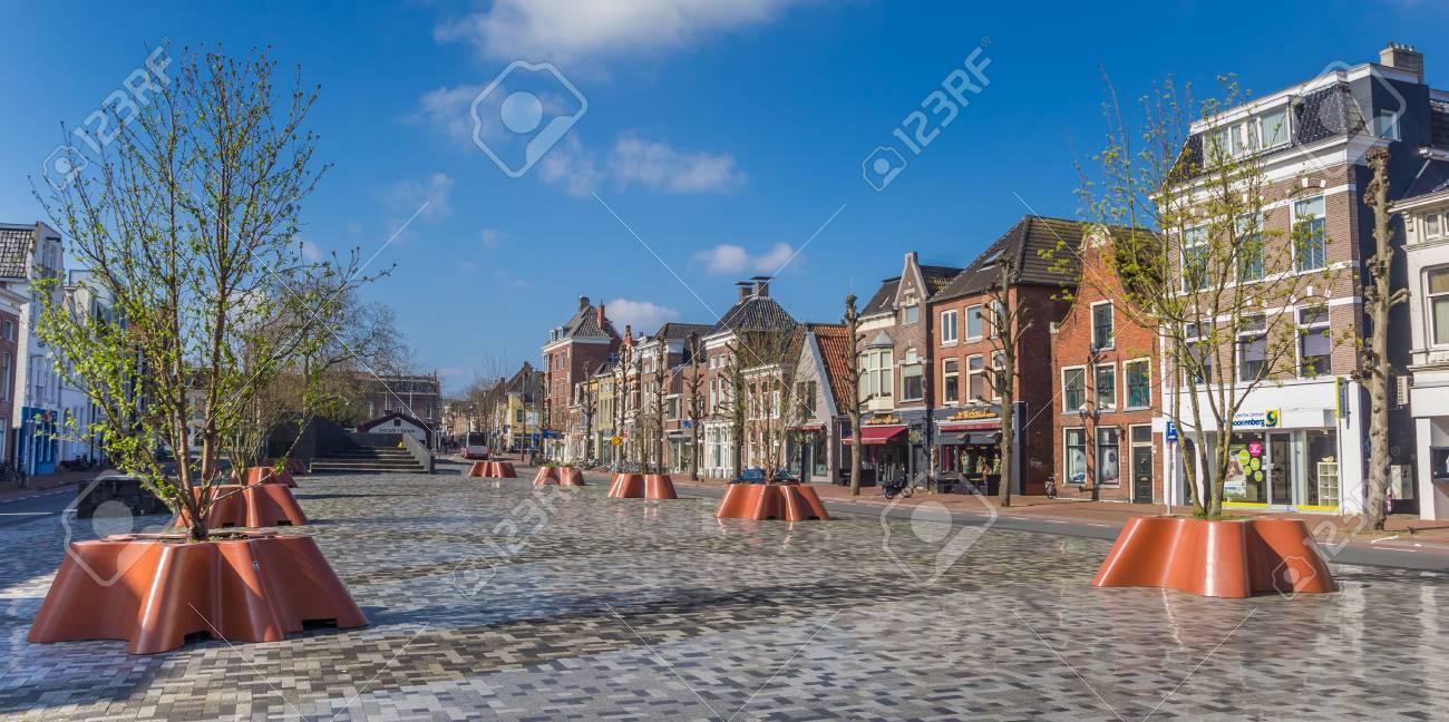 Panorama Von Alten Häusern Am Neuen Damsterplein Quadrat In Groningen,  Holland Standard Bild