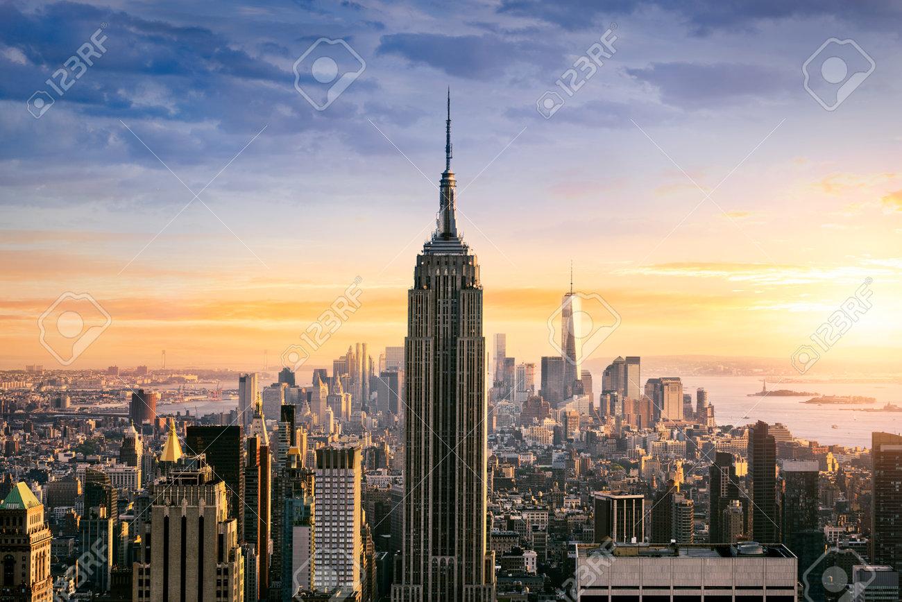 Ville De New York Avec Des Gratte Ciel Urbains Au Coucher Du Soleil états Unis