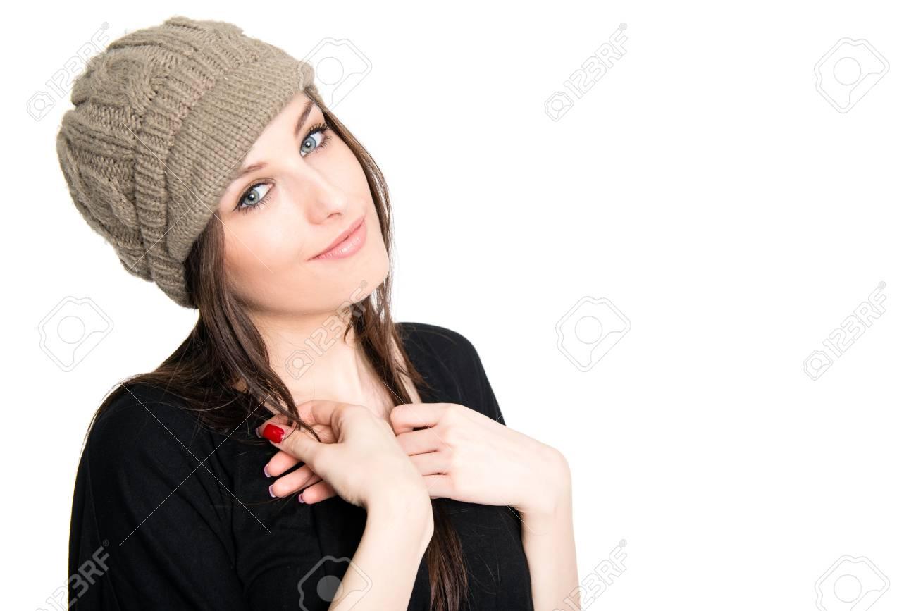 Immagini Stock - Ritratto Di Giovane Bella Donna Con Cappello ... c56e969f00b4