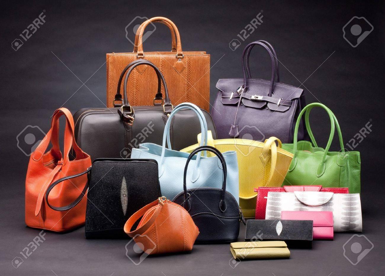 5327920d57335 Set schöne Handtaschen aus Leder Standard-Bild - 16658492