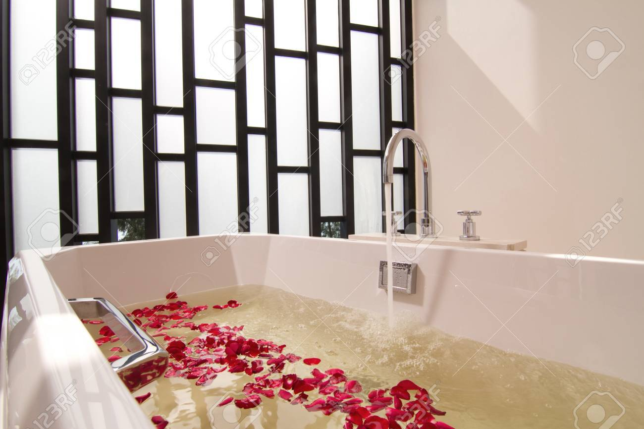 Luxury bath tub with water and flowers Stock Photo - 17094040