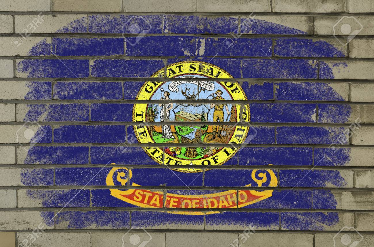 Chalky and grunge american state of idaho flag painted with color chalk on brick wall Stock Photo - 12172525