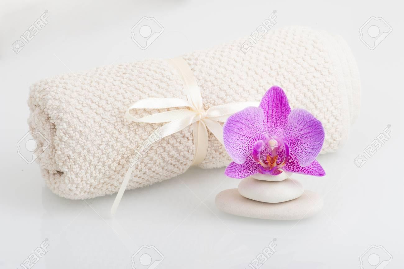 Spa Theme Pierres Et Une Fleur D Orchidee Banque D Images Et