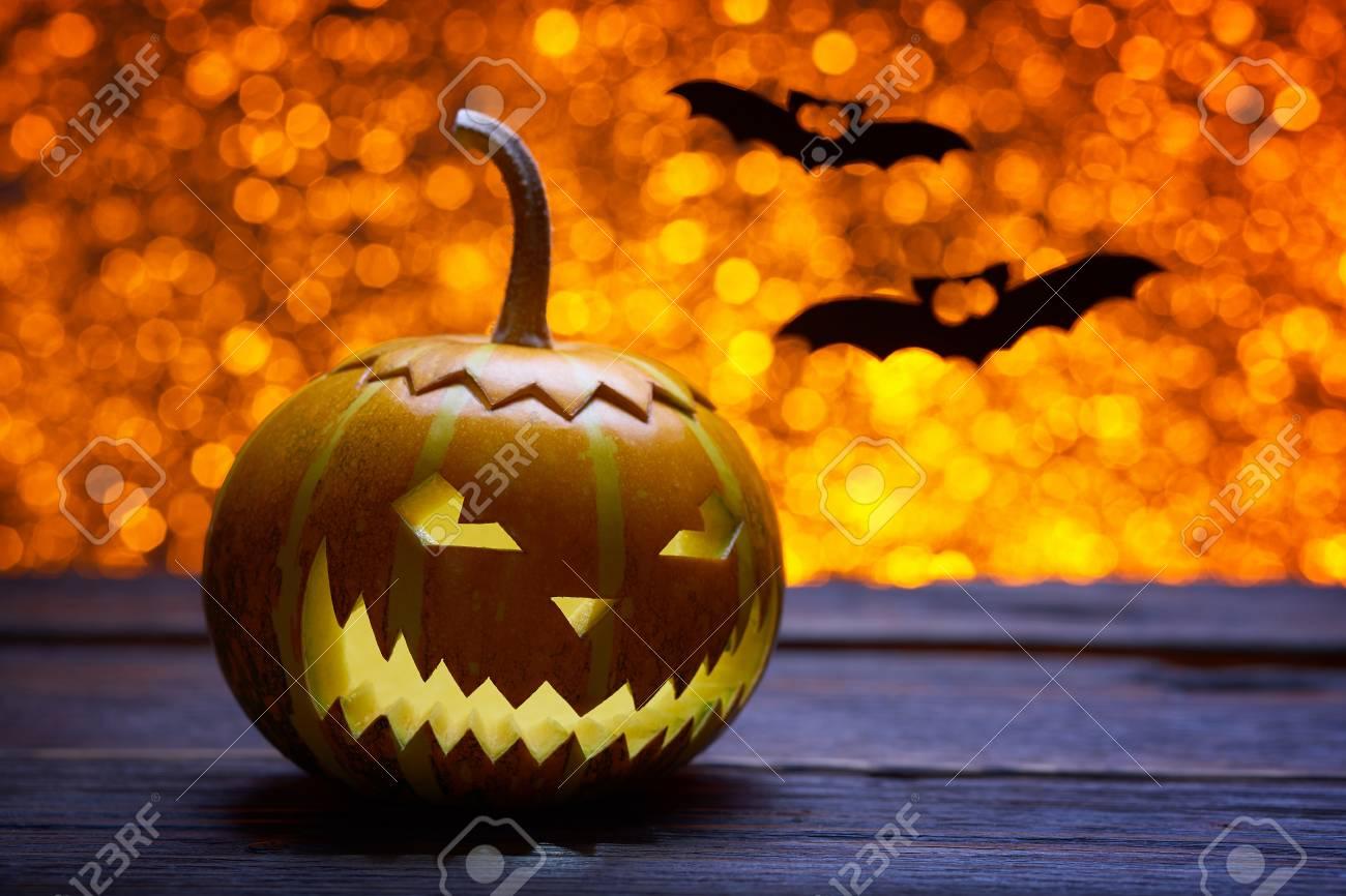 ... dimages citrouille pour halloween lampe citrouille silhouette de bois  antique clbrer halloween smiley citrouille sur un fond with lampe chauve  souris. 6b02260f3272