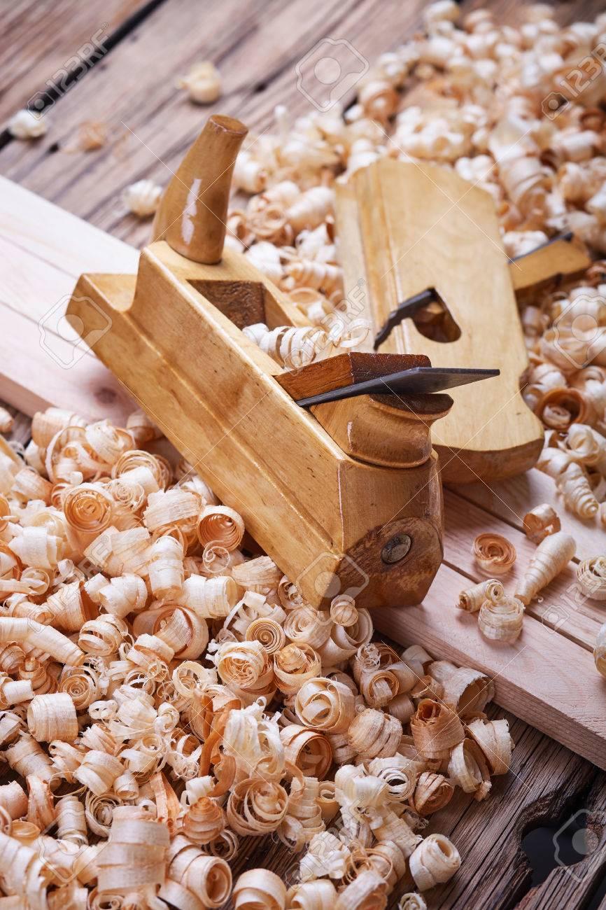 holzhobel, natürliche baustoffe, holz und antike handwerkzeuge, die