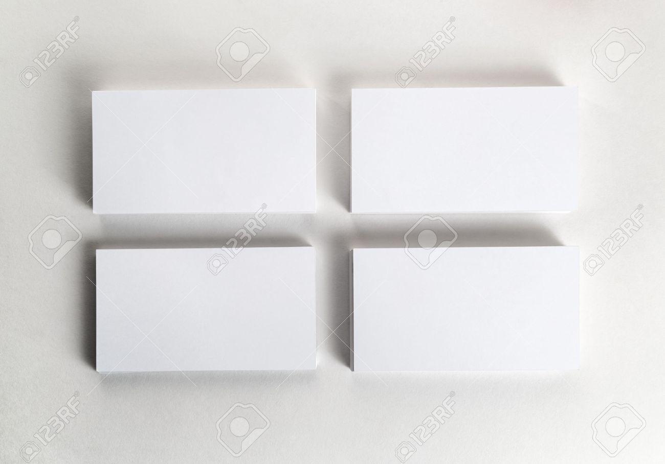 Tarjetas De Visita En Blanco En La Tabla. Plantilla Para La ...