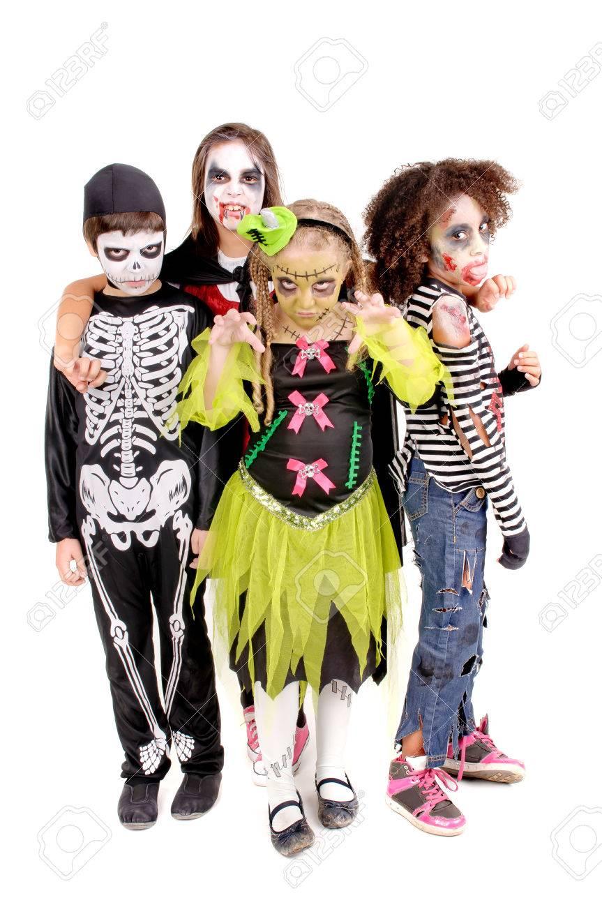 Enge Kostuums Halloween.Groep Van Kleine Kinderen Met Enge Kostuums Op Halloween Geisoleerd In Het Wit