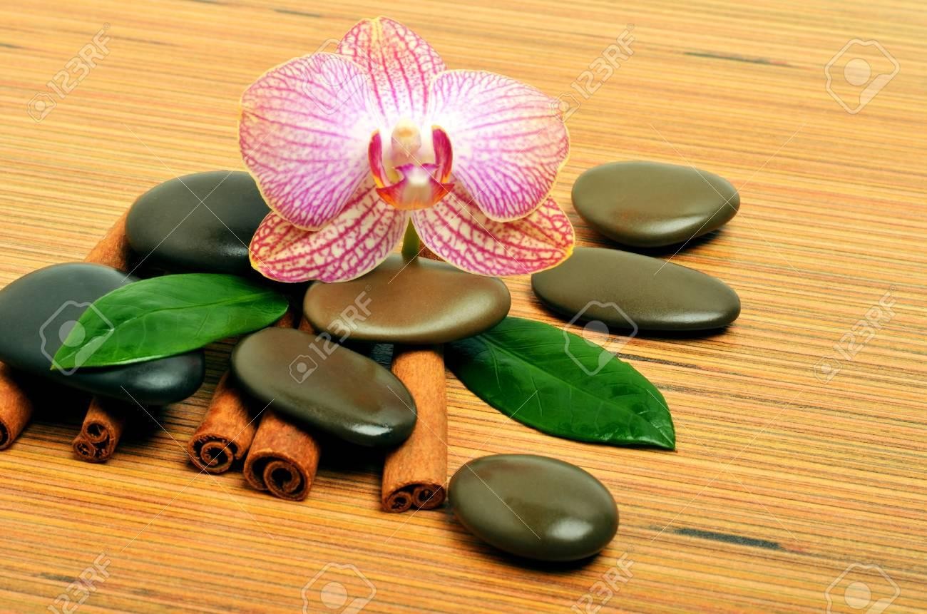 Spa Dekoration Mit Orchidee Auf Holzuntergrund Lizenzfreie Fotos