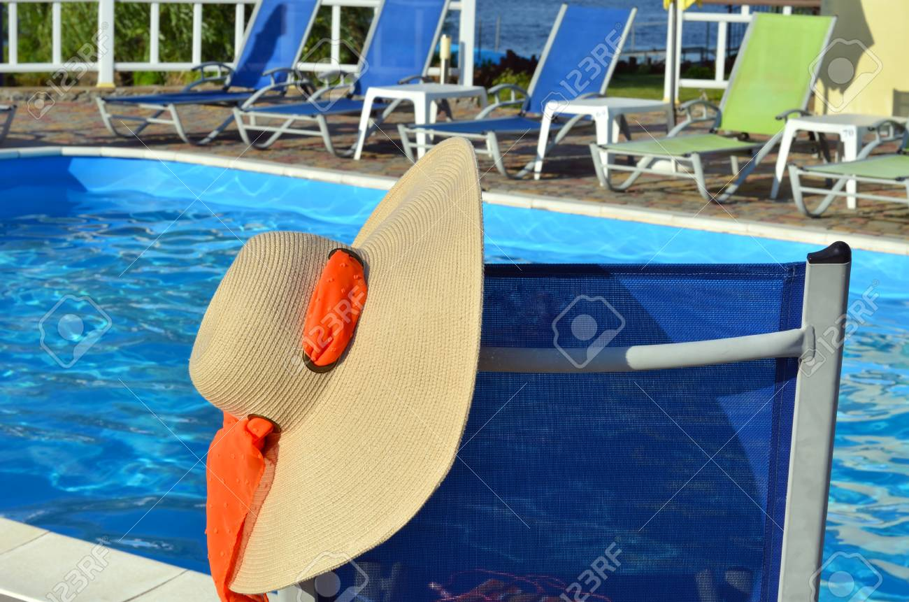 Chaise-longue and beach accessories near the pool. - 72044725