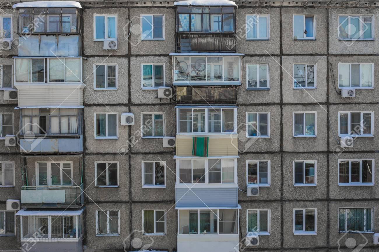 A Terrible Poor Apartment Building Built Of Concrete Slabs Stock - Billige betonplatten