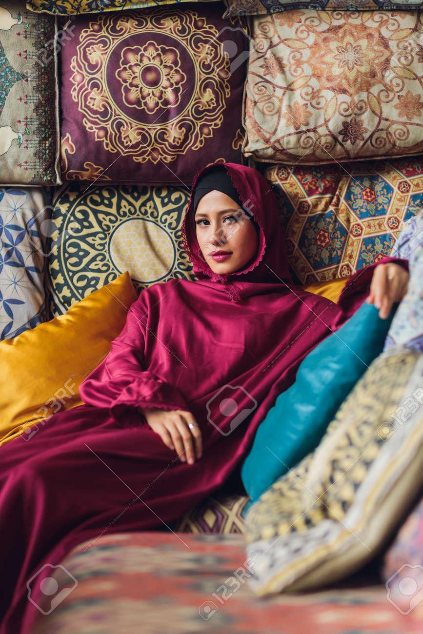 Arabian young muslim woman sitting in a cafe. - 169483474