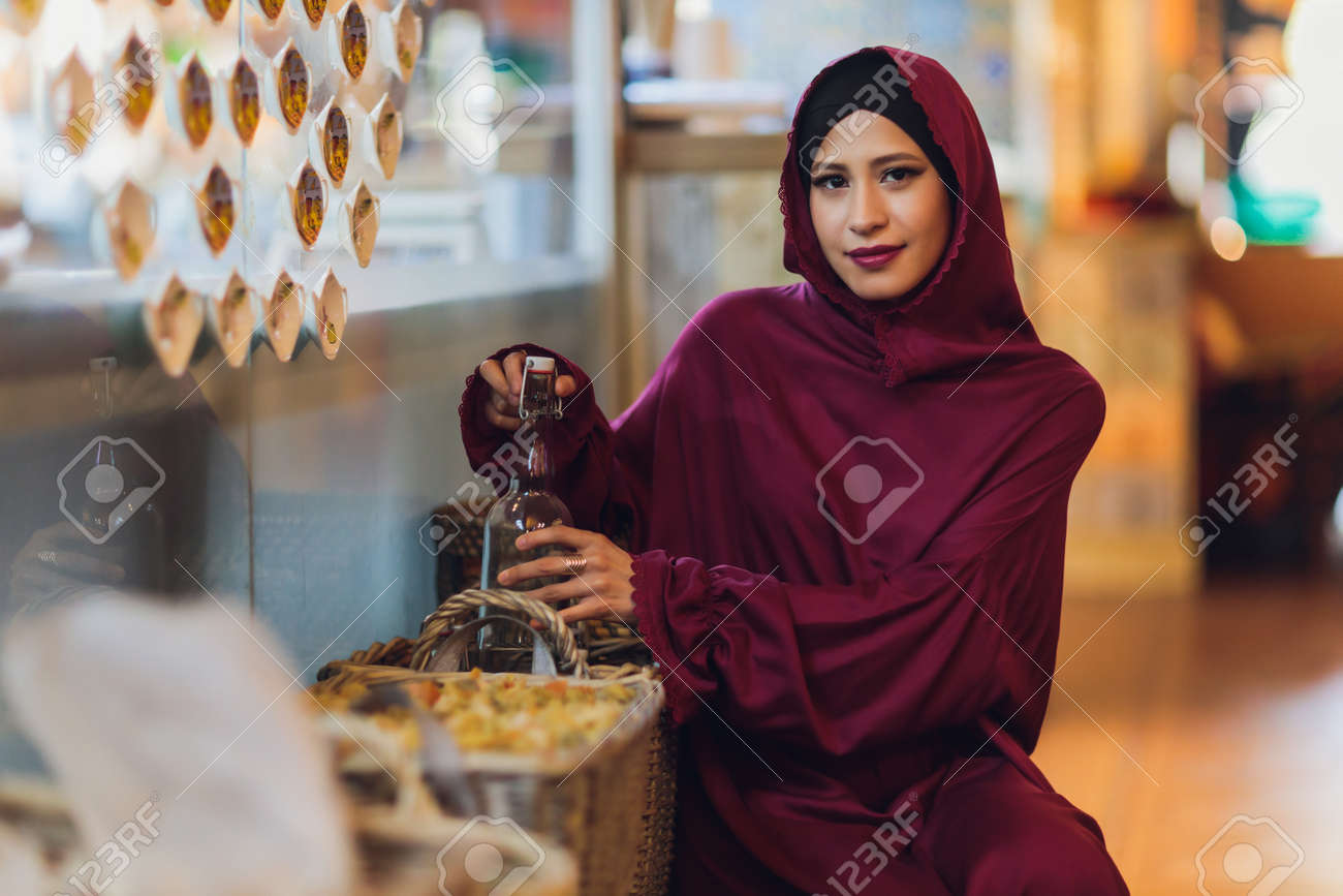 Arabian young muslim woman sitting in a cafe. - 169483491
