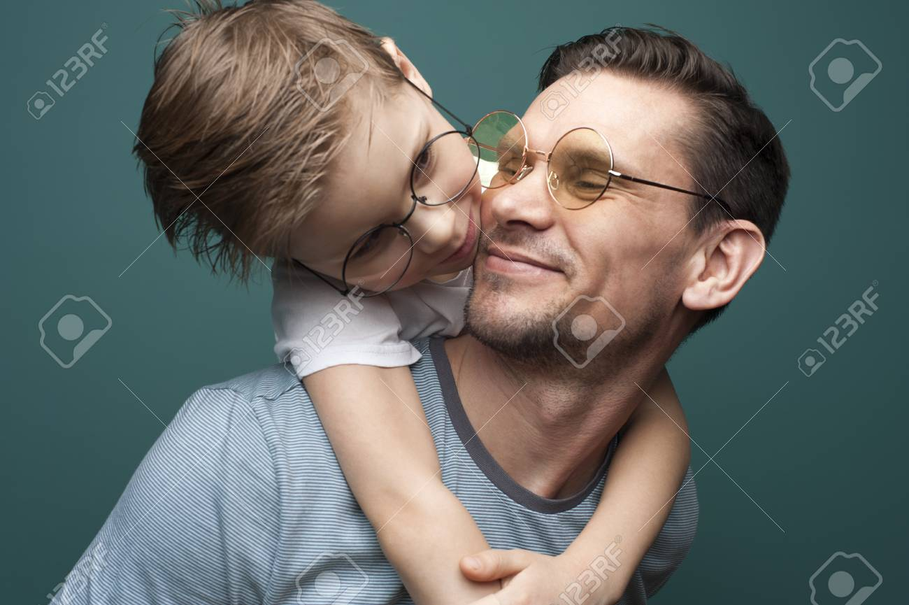 Happy smiling father and his little kid - 124621420