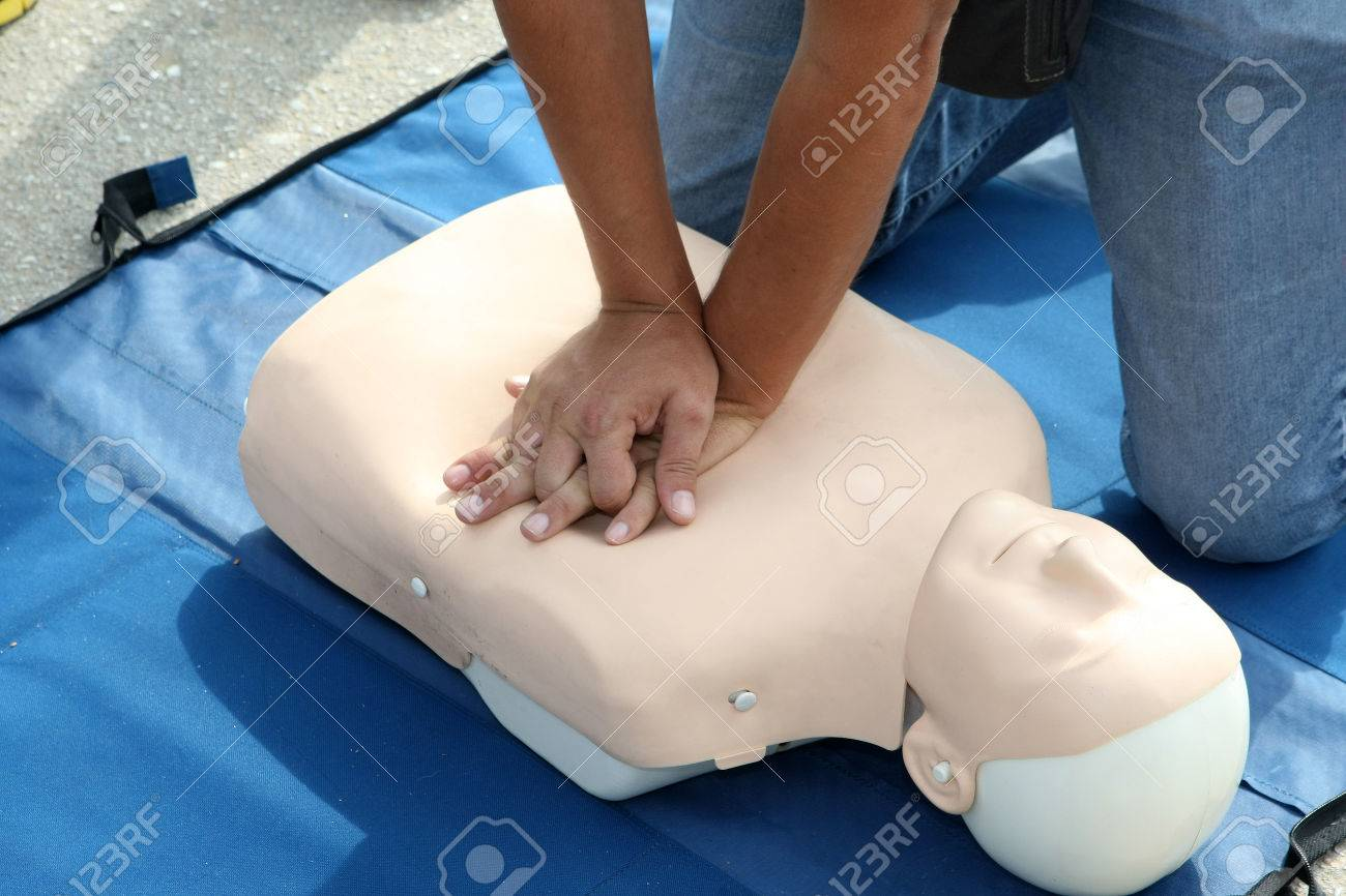 Male instructor showing CPR on training doll Standard-Bild - 29283003