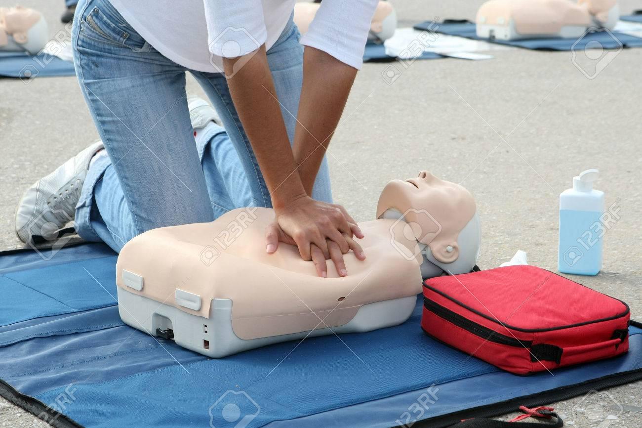 Female instructor showing CPR on training doll Standard-Bild - 29283005