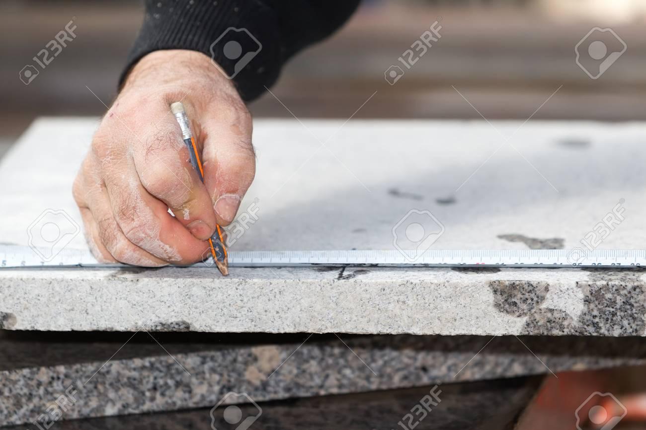 Arbeiter arbeiten, Schneiden von Marmor Cutter Standard-Bild - 38323237