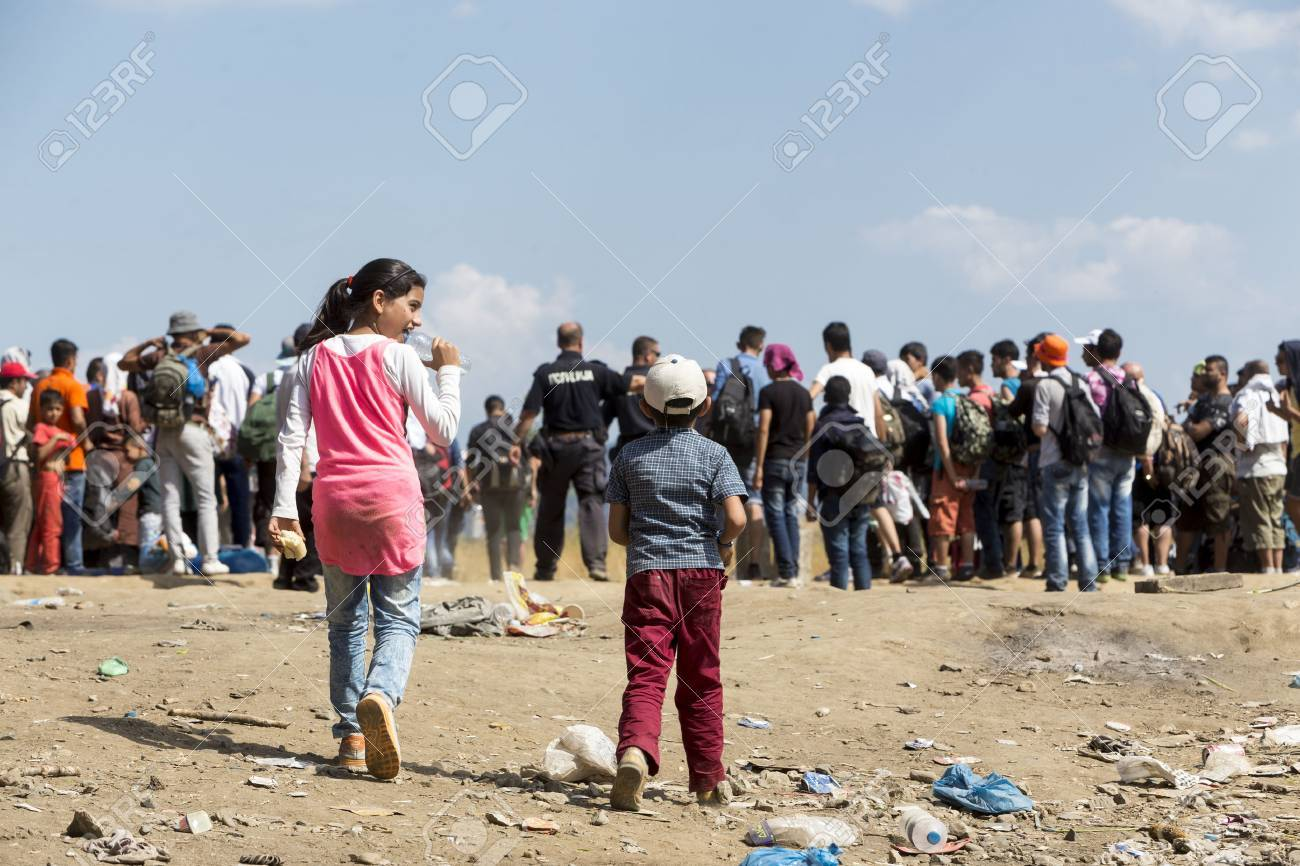 Idomeni, Greece - August 19 , 2015: Hundreds of immigrants are in a wait at the border between Greece and FYROM waiting for the right time to continue their journey from unguarded passages Banque d'images - 44215097