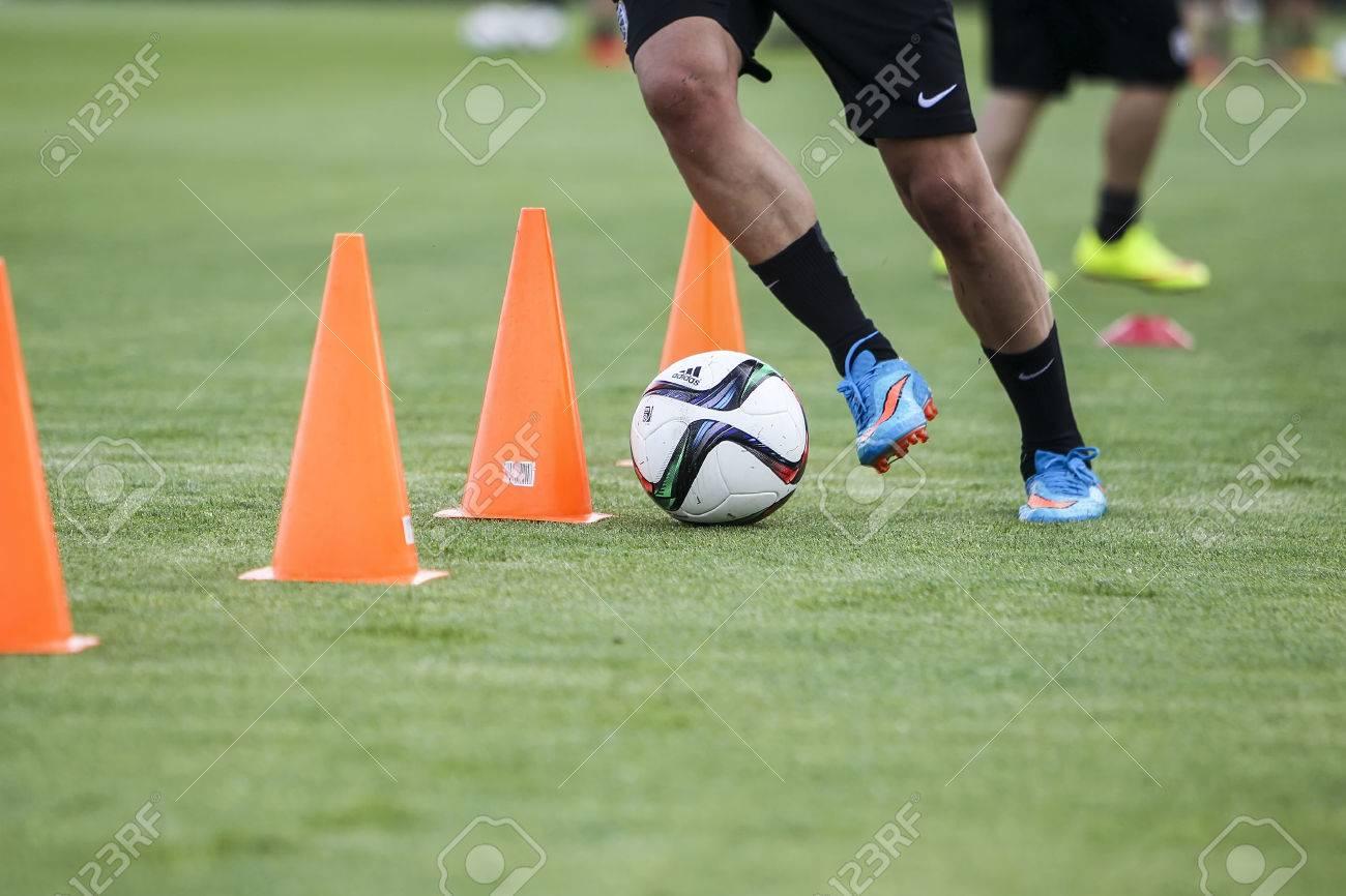 Thessaloniki, Greece- June 2, 2015: Players of Paok training for better shape, in Thessaloniki, Greece. Standard-Bild - 45566409