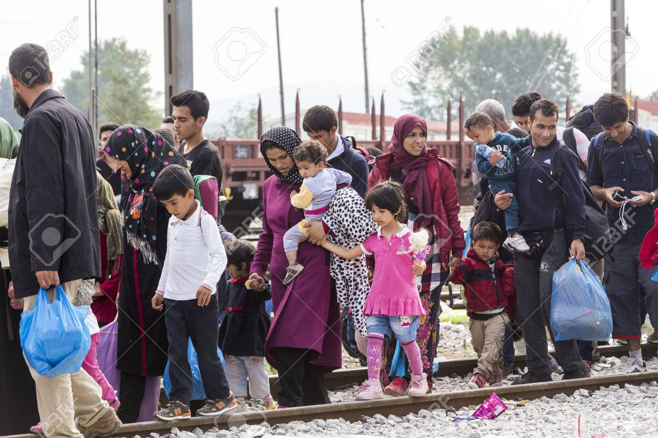 Idomeni, Greece - September 24 , 2015: Hundreds of immigrants are in a wait at the border between Greece and FYROM waiting for the right time to continue their journey from unguarded passages Standard-Bild - 45566671