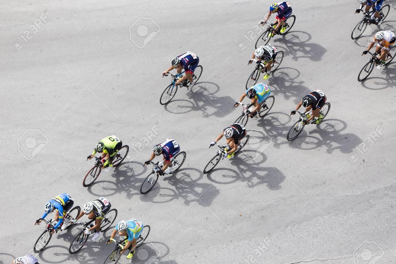 Circuito Grecia : Tesalónica grecia 29 de septiembre de 2015. los ciclistas compiten