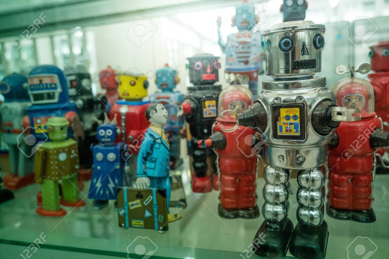 old classic tin toy robots - 123333276