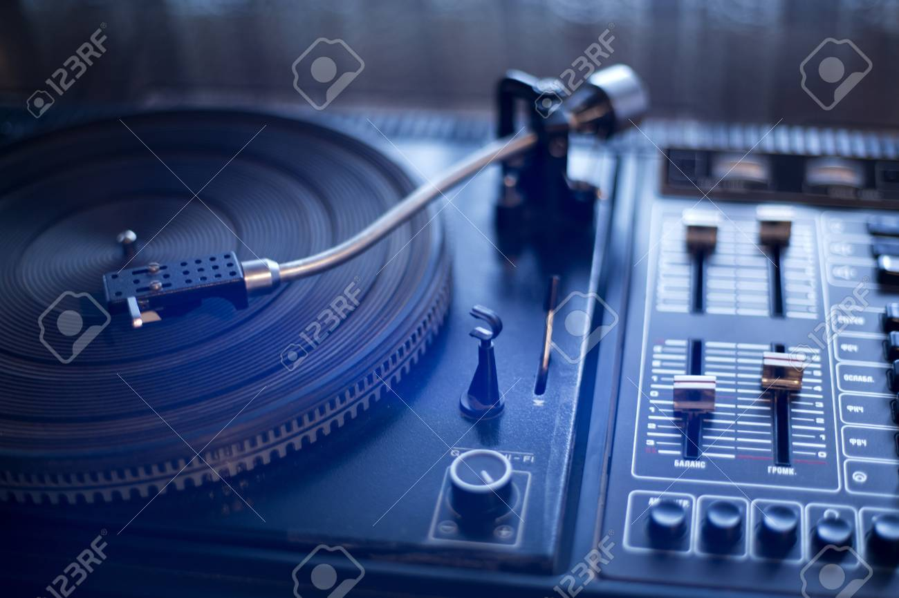 Outfashioned vinyl player is waiting its wise user Stock Photo - 14304348