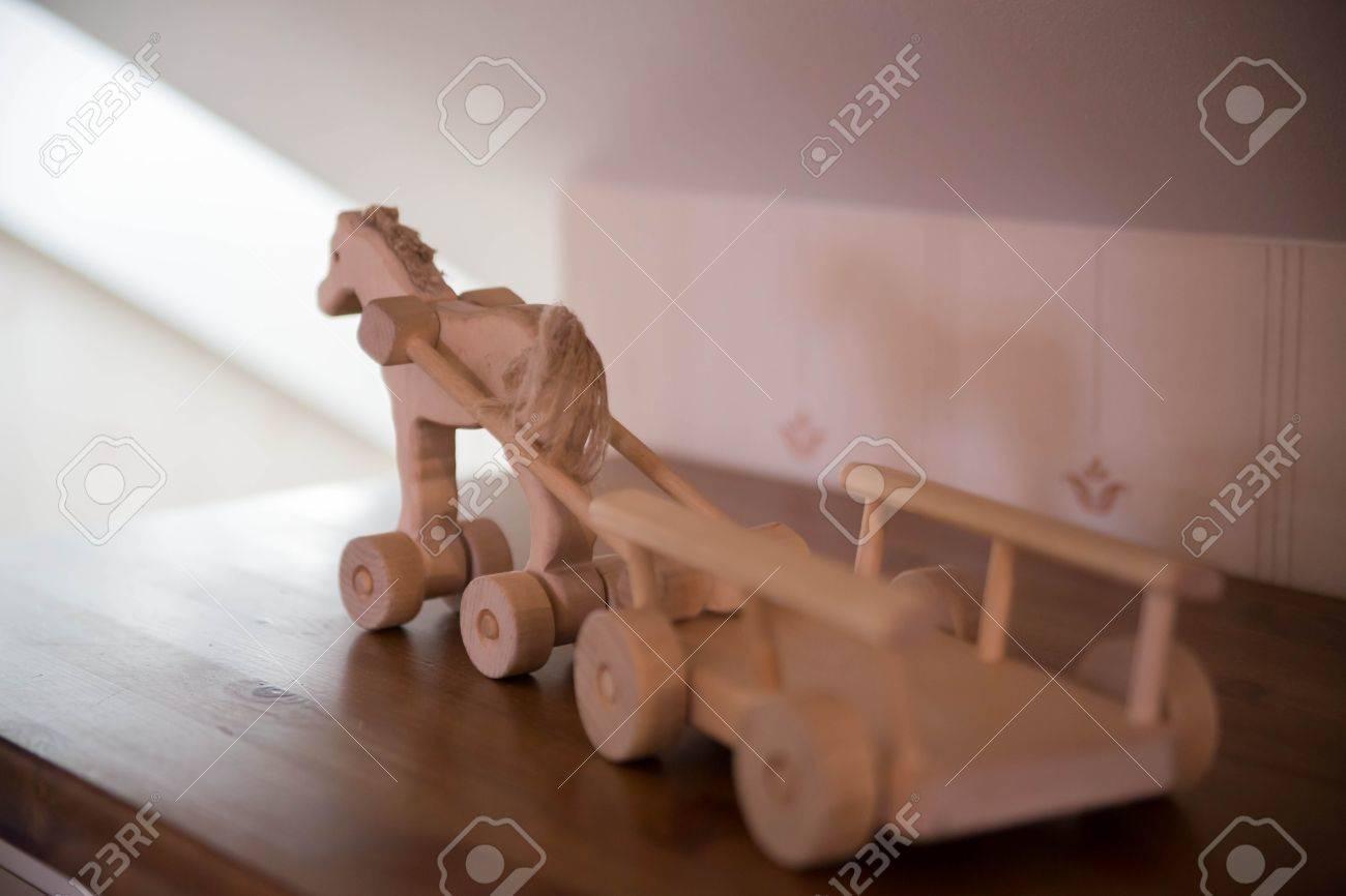 Caballo De Juguete De Madera Con Ruedas Pequenas Con Carro