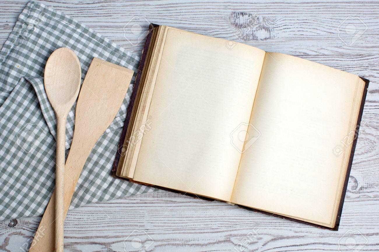 Cuisine Concept Ingredients Et Ustensiles De Cuisine Avec Le Vieux Livre De Recette Vierge