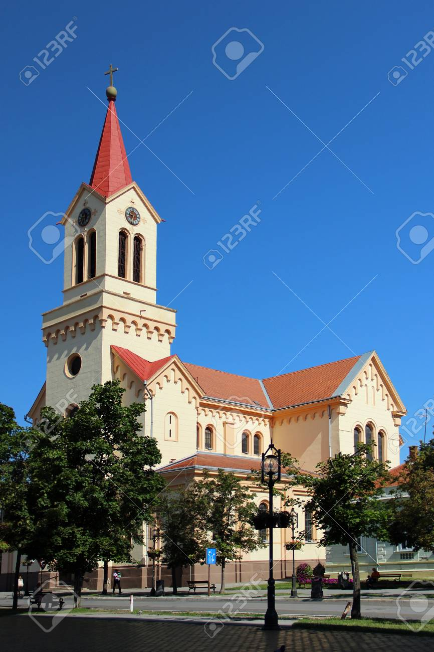 セルビアのズレニャニン中央広場...