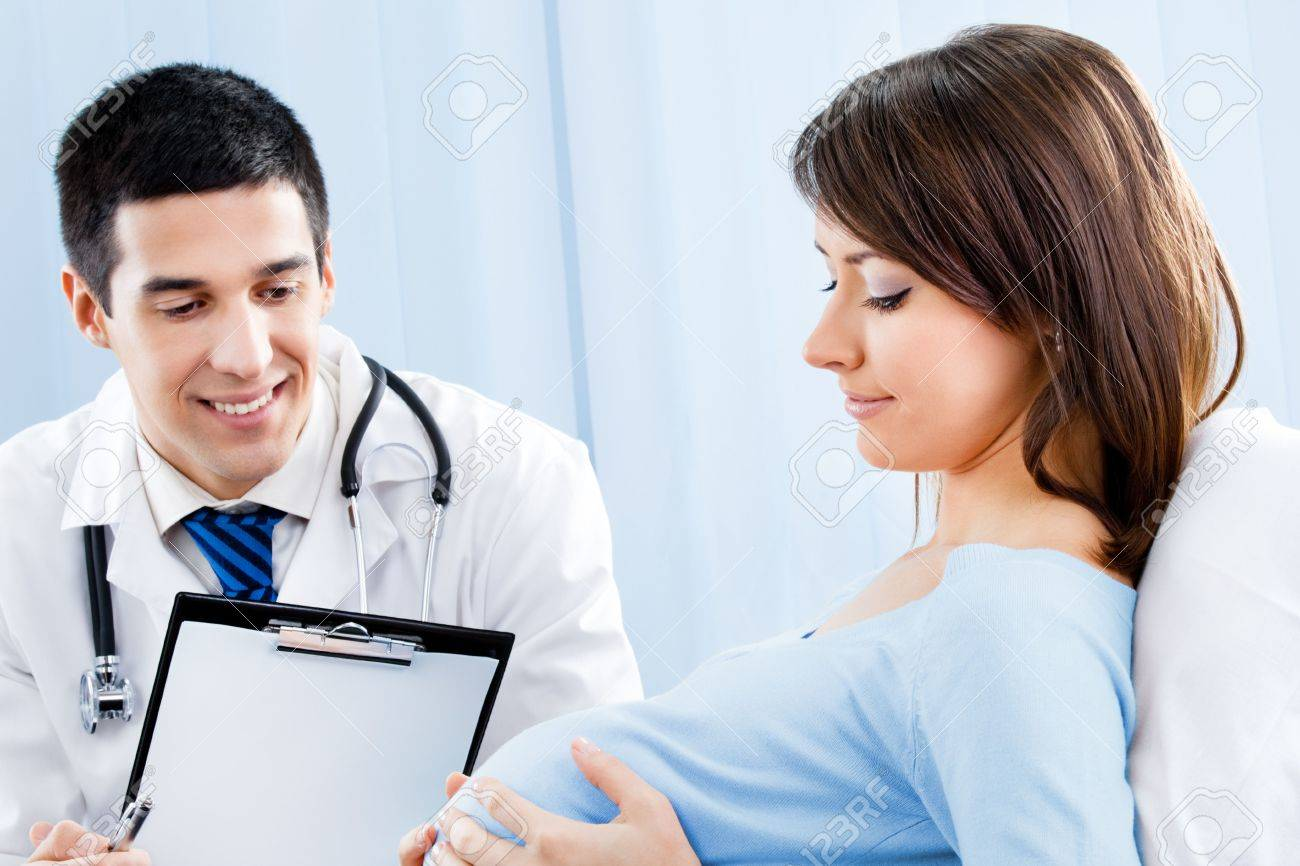 Doctor and pregnant woman with prescription at office Stock Photo - 8001830