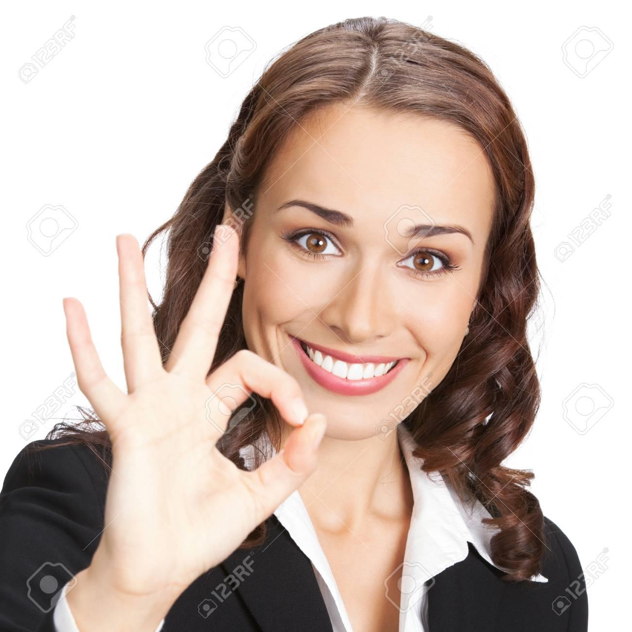 033323a2dc Bonne femme d'affaires souriant avec le geste correct, isolé sur fond blanc  Banque