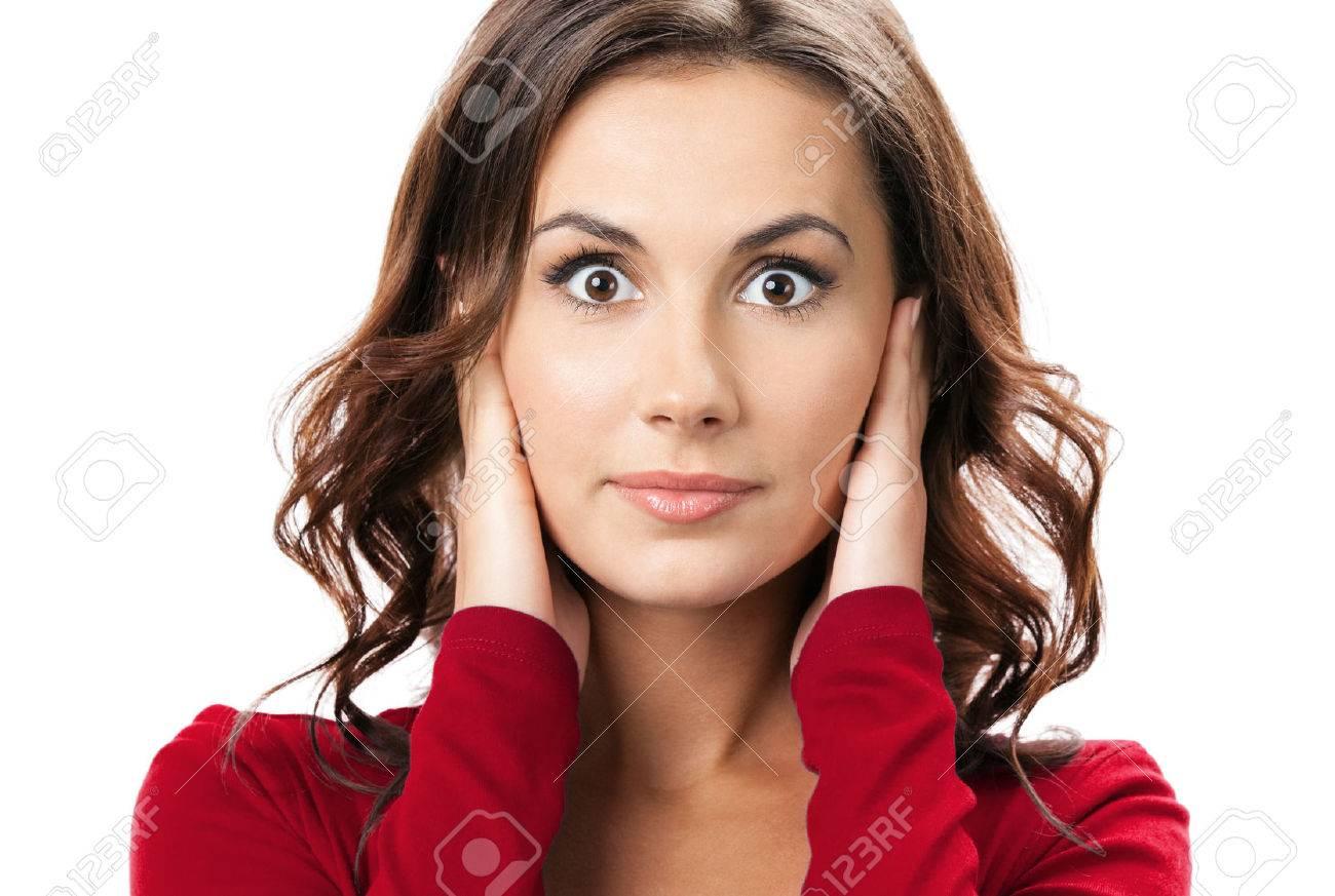 Portrait de jeune femme brune avec les mains couvrant ses oreilles, isolé sur fond blanc Banque d'images - 41224559