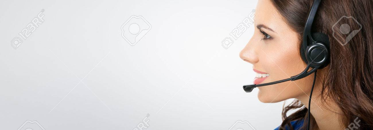 Voir le profil de soutien souriante jeune opérateur de téléphonie ou d'affaires dans le casque Banque d'images - 42155691