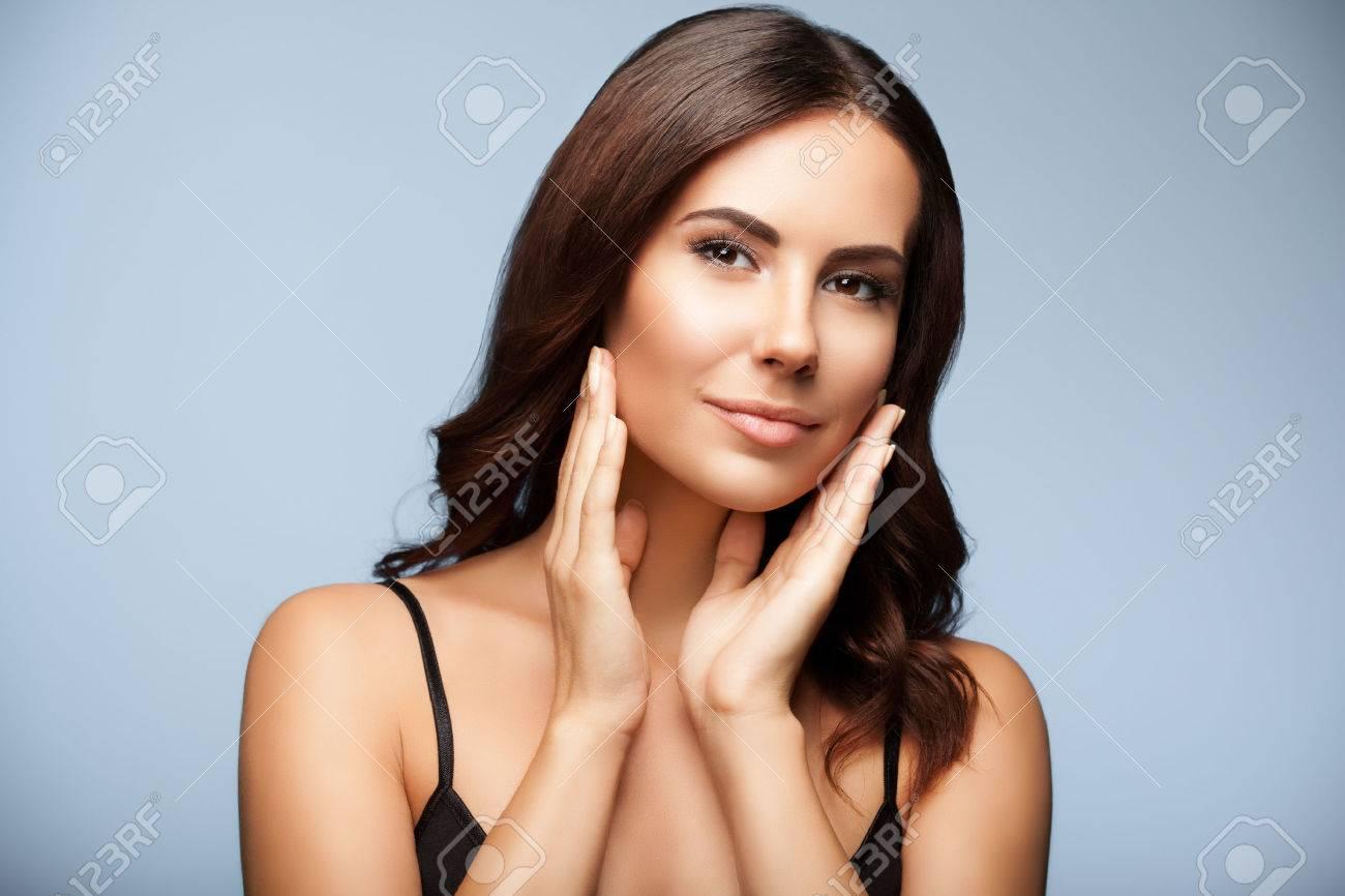 belle femme en noir débardeur vêtements, sur fond gris Banque d'images - 44178682