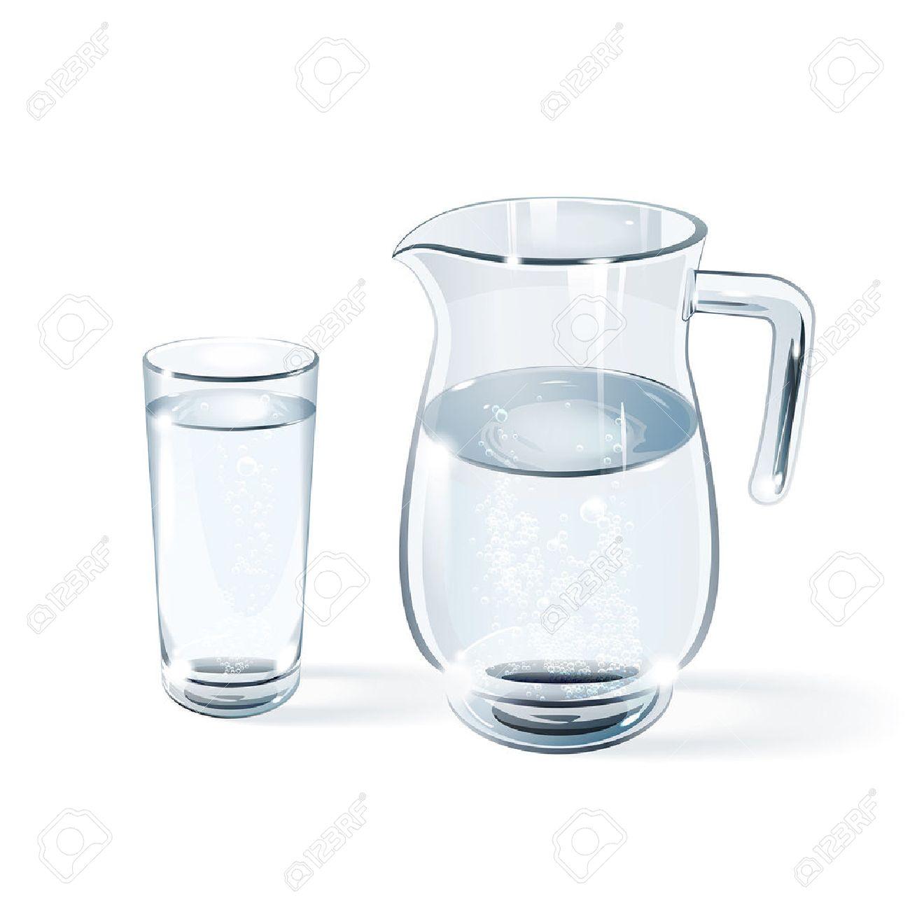 vaso de agua y la jarra de vidrio sobre un fondo blanco foto de archivo