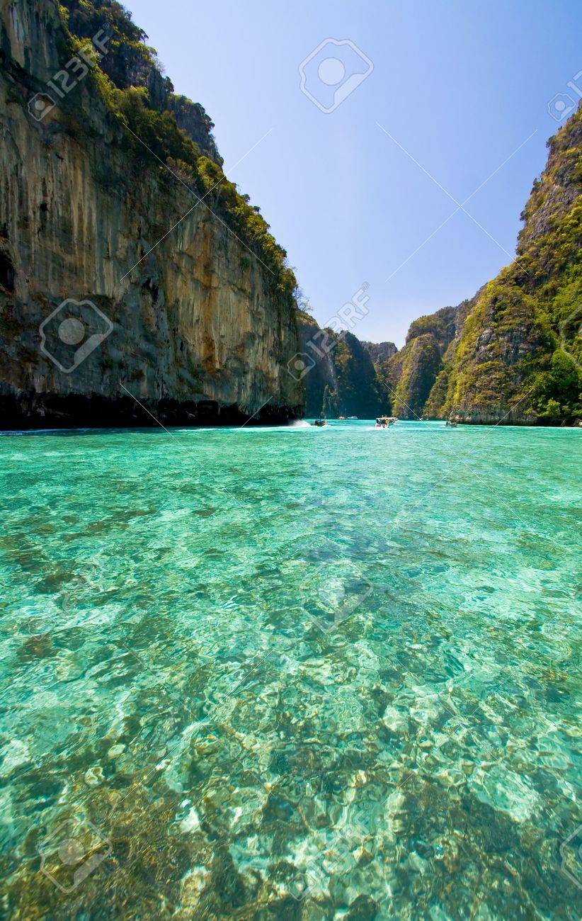 Emerald lagoon at Phi-Phi Island Phuket, Thailand Stock Photo - 7407805